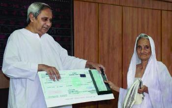 He caught Mahatma Gandhi's killer. 67 years later, his widow is awarded 5 lakh!