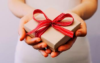 Visiting people? Here are gifts that you must take